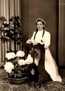 Erstkommunion 1956 – Von Kniebänken, Silberteller und Fotostudio